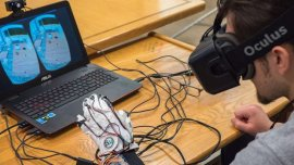 Professor and students use oculus rift to improve online learning